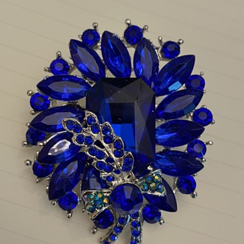 Unsigned layered blue brooch with blue/green spray - Costume Jewelry