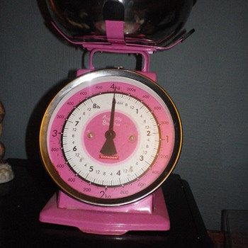 A Pink Weighing Scale by Typhoon a modern collectable wbich I'm sure will be collectable in the future. - Tools and Hardware