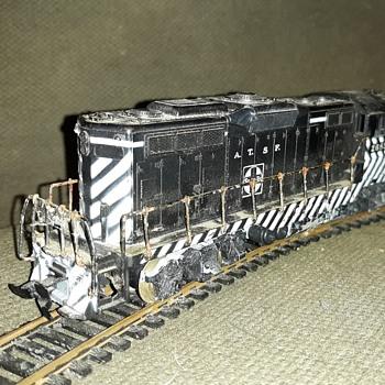 Athearn HO Gauge Santa Fe EMD GP9 Locomotives  - Model Trains