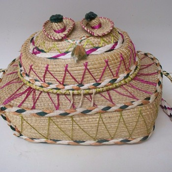 Very Unique Vintage Basket or Purse with Lid.  Possibly Mexican??  - Bags