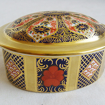 Royal Crown Derby Porcelain Imari 1128 pattern Trinket box  - China and Dinnerware