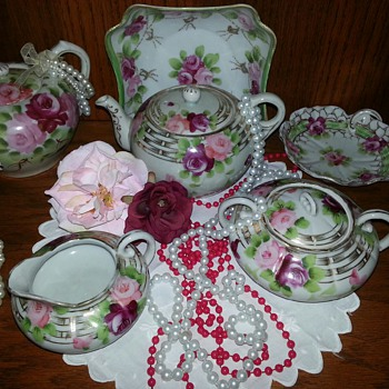 VINTAGE HAND PAINTED NIPPON FLORAL TEAPOT 2 1/2 CUPS   - China and Dinnerware