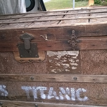 hessian and wooden trunk - Furniture