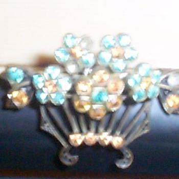GRANDMA'S JEWELRY - Costume Jewelry