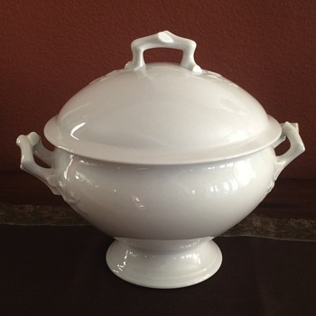 Soup tureen with ivy and branch raised areas - China and Dinnerware