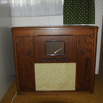 Please help identify this radio for me