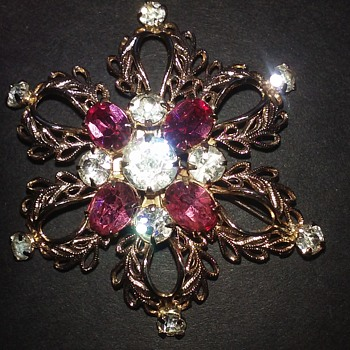 Scitarelli star flower brooch or pendant - Costume Jewelry