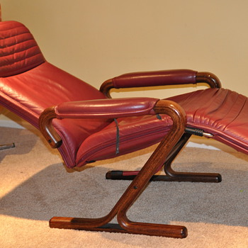 Older zero gravity style Reclining Lounge chair, beautiful crafted wood frame - Furniture