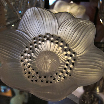 "Lalique Crystal Anemone Flower Paperweight ""DALHIA"" - Art Glass"