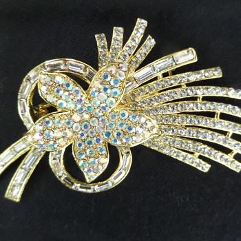 Vintage crystal flower brooch - Costume Jewelry