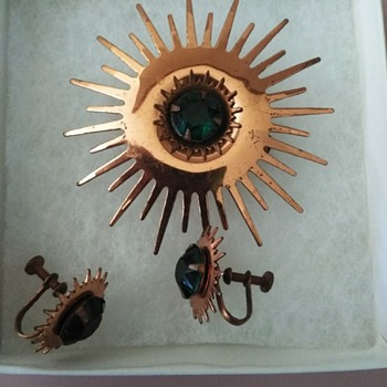 Vintage copper broach and earrings - Costume Jewelry