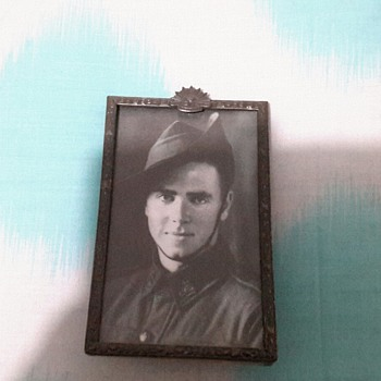 Very special ww2 pictures with a sweetheart brooch - Costume Jewelry