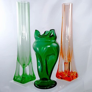 Kralik? Pair Fußvase Uranium Vases & Unknown Bohemian Twist Vase  - Art Glass