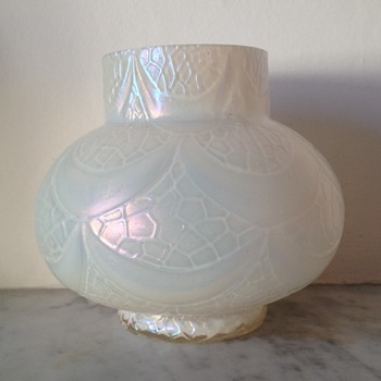 MOP swagged honeycomb panel urn - Art Glass