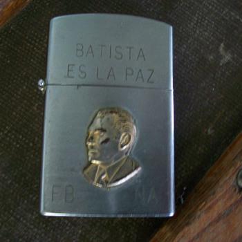 vintage gold chesterfield cigarette lighter - Tobacciana