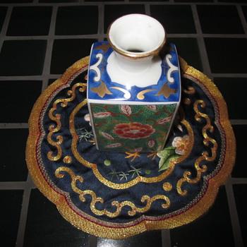 Asain Small Flat vase Hand Panted gold trim top - Asian