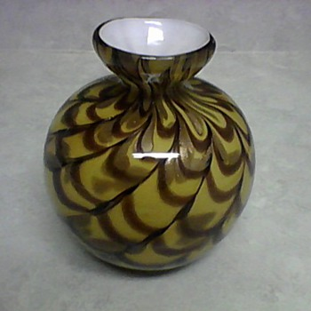 GLASS VASE - Art Glass