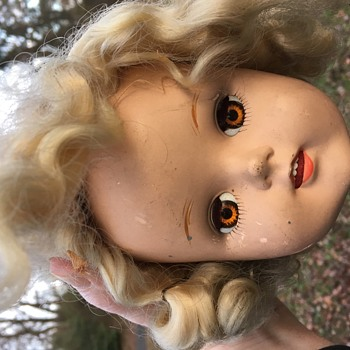 Mystery blond cutie with amber eyes - Dolls