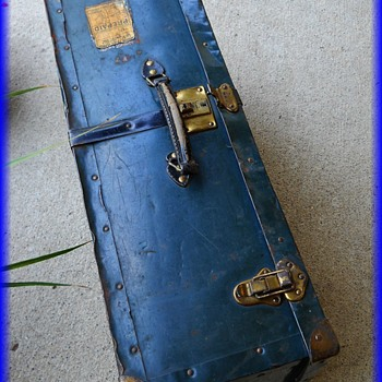 LANGMUIR METAL SUITCASE LUGGAGE TRUNK -- Canada ( 3 OF 3 ) - Furniture