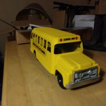 Hubley School Bus - Model Cars