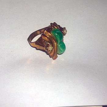 costume ring pearl? jade? any ideas? - Costume Jewelry