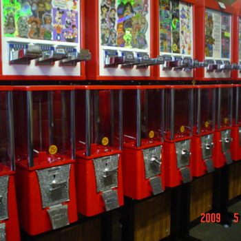 Machines: candy/Pepsi/ Cold beer& wine cooler or Fridge - Coin Operated