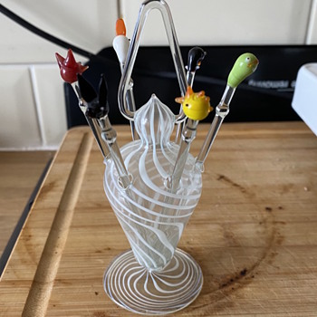Glass vase with 6 glass sticks. - Art Glass