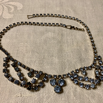 """Unsigned blue rhinestone """"swag"""" style necklace - Costume Jewelry"""