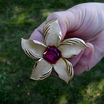 Vintage Trifari Brooch - Daylily - Starfish - Costume Jewelry