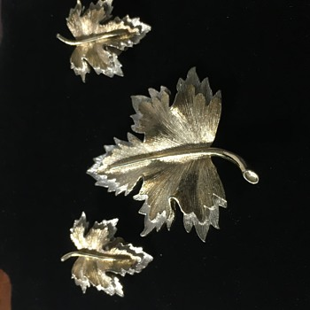Sarah Coventry Leaf Brooch & Earrings Set - Costume Jewelry