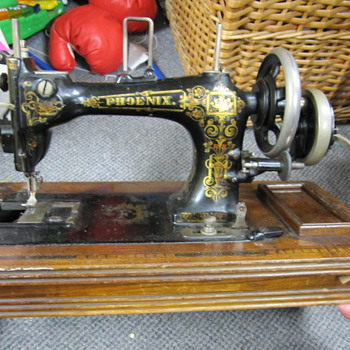 Phoenix sewing machine - Sewing