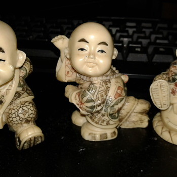 Signed Asian figures. - Asian
