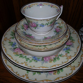 Avondale tea cup and saucer set - China and Dinnerware