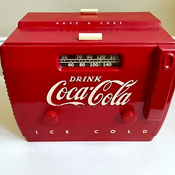 1948.... Coca Cola am cooler radio ...Bakelite and works.