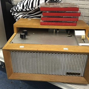 Portable jukebox - Coin Operated