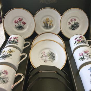 Royal Worcester china set - China and Dinnerware
