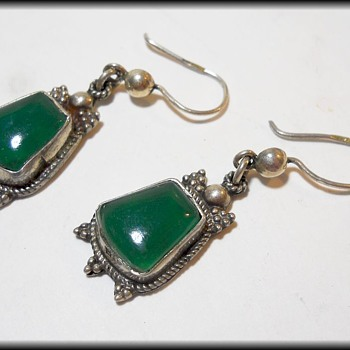 Pair of Earring ( Hand Made ? ) - with Green stone ( Chrysophases ) - Fine Jewelry