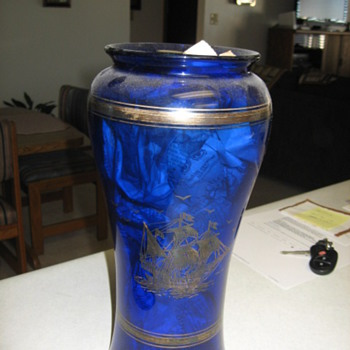 Vase with ship etching - Art Glass