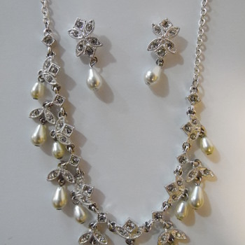 Napier choker necklace and earrings set
