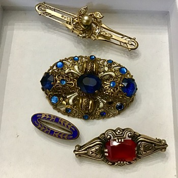 Brooches - Costume Jewelry