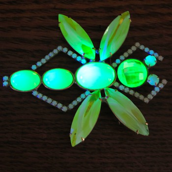 Vaseline dragonfly pin