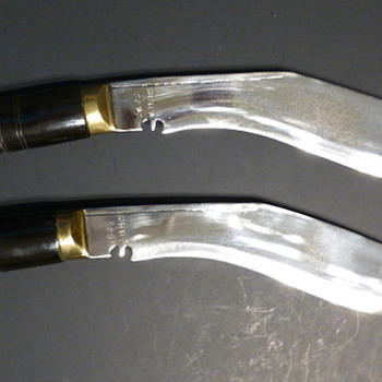 Military issue khukuri (kukri) knives. - Military and Wartime