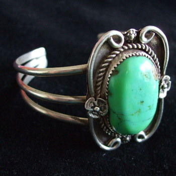 Unsigned Early NAVAJO Green Turquoise  CUFF BRACELET - Fine Jewelry