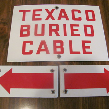 D-X credit card app. tin box; porcelain 3-piece Texaco buried cable sign - Signs