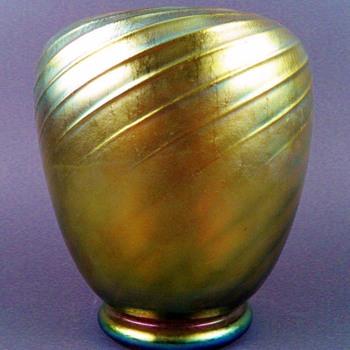 Steuben Gold Aurene Spiral Ribbed Vase (shape 6031). - Art Glass