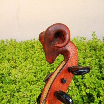 Rams Head Fiddle - Music Memorabilia