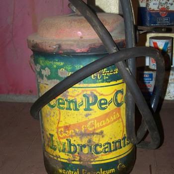 cen-pe-co oil can - Petroliana