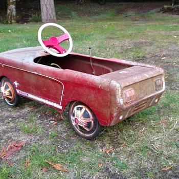 Vintage Mustang pedal car - Model Cars