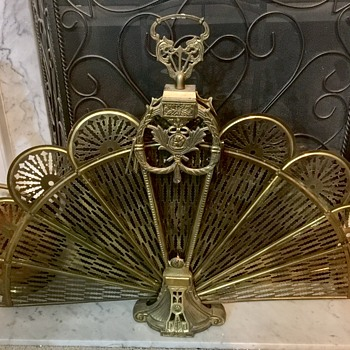 Foldable brass fireplace screen