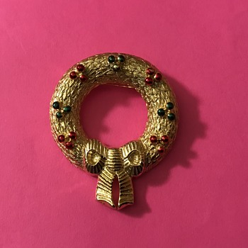 Vintage Christmas Wreath Brooch by Gerry - Costume Jewelry